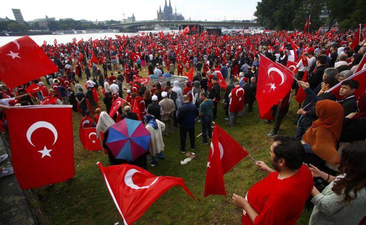 Σοκαρισμένοι στη Γερμανία από την ψήφο των τούρκων μεταναστών στο δημοψήφισμα