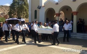 Σε κλίμα οδύνης η κηδεία της 5χρονης και του πατέρα της