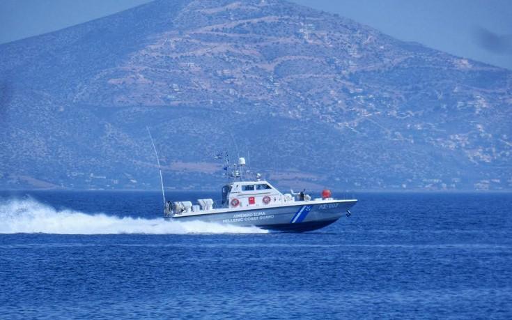 Εφοριακοί σαρώνουν τα τουριστικά σκάφη