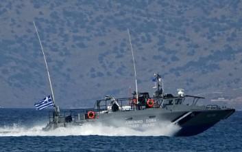 Σε εξέλιξη επιχείρηση της ΕΜΑΚ για το πλήρωμα του πλοίου που προσάραξε