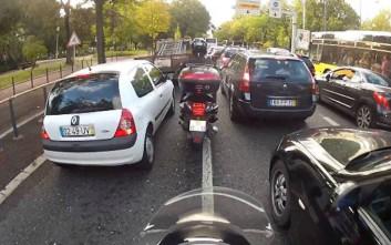 Νόμιμη η οδήγηση μοτοσυκλετών ανάμεσα στις λωρίδες στην Καλιφόρνια