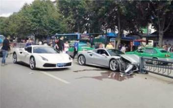 Τράκαραν τις Ferrari τους αφότου ο ένας οδηγός προσπάθησε να αποφύγει σκυλί στο δρόμο
