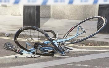 Οδηγός παρέσυρε ποδηλάτη, τον άφησε αβοήθητο και εξαφανίστηκε