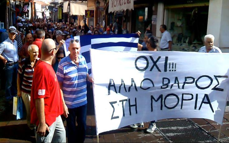 Διαμαρτυρία κατοίκων στην Μυτιλήνη για τους μετανάστες