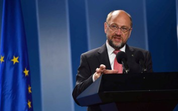 «Έκπληκτος» ο Σουλτς από τις φήμες για πρωτοβουλία για το χρέος