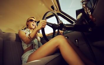 Γυναίκα οδηγός και ο... οχετός που ακολουθεί το γκάζι και το φρένο