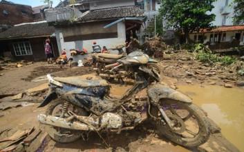 Είκοσι έξι νεκροί από τις πλημμύρες στην Ινδονησία