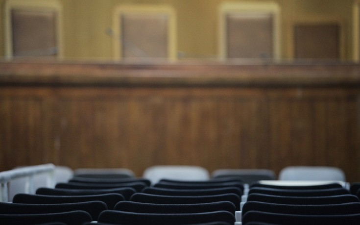 Αποδοκιμασίες στη δίκη του ειδικού φρουρού για τη δολοφονία οδηγού ταξί