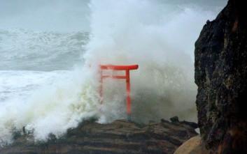 Ισχυρός τυφώνας κατευθύνεται στις ανατολικές ακτές της Ιαπωνίας