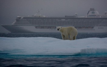 Η αμφιλεγόμενη κρουαζιέρα στην Αρκτική που γίνεται λόγω κλιματικής αλλαγής