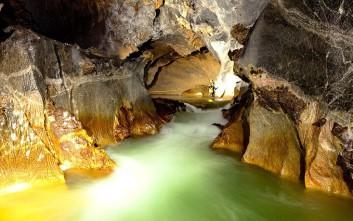 Εξερευνήστε το μεγαλύτερο σπήλαιο της γης