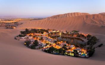 Ένα χωριό-όαση σκηνικό μέσα στην έρημο
