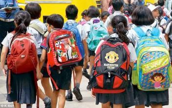 Βαρύ φορτίο η σχολική τσάντα για τα παιδιά