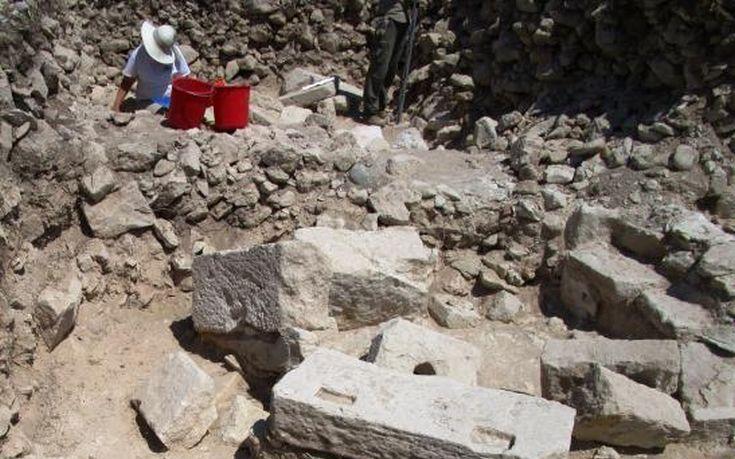 Η αρχαιότερη φιάλη γυαλιού στον κόσμο βρέθηκε στην Κύπρο