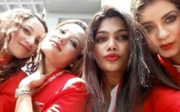 Αεροσυνοδοί συναγωνίζονται για... την πιο «σέξι selfie»