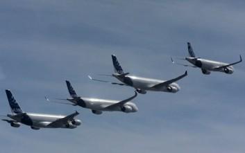 Τα μεγαλύτερα επιβατικά αεροπλάνα του κόσμου πετούν σε σχηματισμό