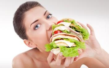 Οι λόγοι που επιμένουμε να τρώμε χωρίς να πεινάμε