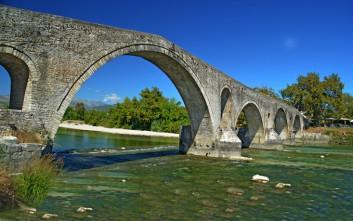 Το πολυτραγουδισμένο γεφύρι της Άρτας