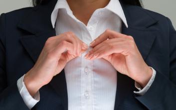 Γιατί τα κουμπιά στα πουκάμισα είναι αντίθετα τοποθετημένα για άντρες και γυναίκες