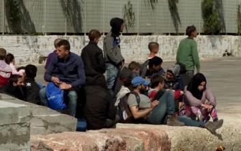 Αποσύρθηκε η ρύθμιση που απέκλειε την δυνατότητα των προσφύγων να αποκτήσουν κινητό τηλέφωνο