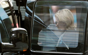 Ξεκουράζεται μετά την κατάρρευση η Χίλαρι Κλίντον
