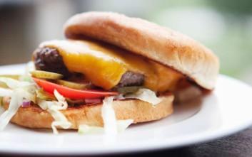 Όταν οι New York Times έγραφαν για την «εφεύρεση»... του burger