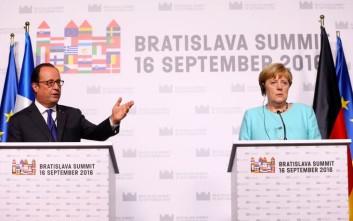 Ολάντ και Μέρκελ παρουσίασαν μαζί τις αποφάσεις της Συνόδου