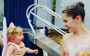 Η απίστευτη αντίδραση ενός μωρού όταν βλέπει για πρώτη φορά μπαλαρίνα