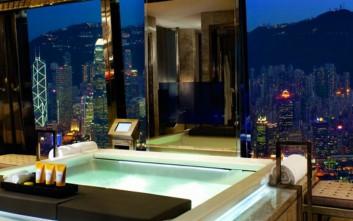 Τα πολυτελή μπάνια ξενοδοχείων που είναι σαν διαμερίσματα