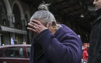 Γρονθοκόπησε ηλικιωμένη για να την ληστέψει