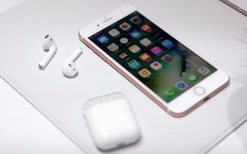 Φήμες ότι το iPhone 8 θα καλύπτεται εξ ολοκλήρου από γυαλί