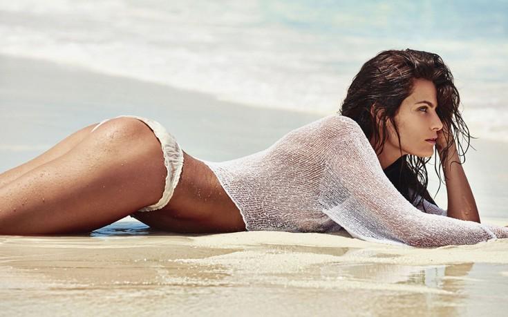 Η νιόπαντρη Isabeli Fontana στην πιο σέξι φωτογράφιση