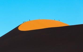 Αρμονία και παιχνίδι σκιών στους αμμόλοφους της Ναμίμπια
