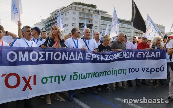 Σε εξέλιξη το συλλαλητήριο στο Σύνταγμα κατά των ιδιωτικοποιήσεων