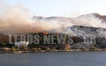 Σε εξέλιξη μεγάλη πυρκαγιά στη Λέρο, απειλείται και το hotspot