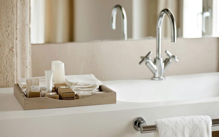 Γιατί τα ξενοδοχεία δίνουν σαπούνια και σαμπουάν αλλά όχι οδοντόκρεμα;