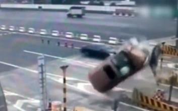 Ατύχημα σε διόδια... βγαλμένο από ταινία του Χόλιγουντ
