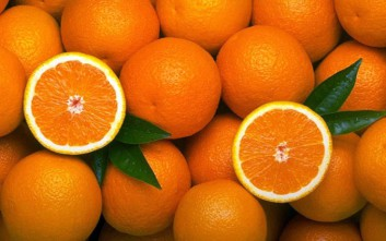 Το κόλπο με το πορτοκάλι που θα… ανανεώσει το ψυγείο σας