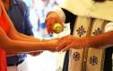 Ένα ζευγάρι που επέλεξε να μη βαφτίσει τα παιδιά του εξηγεί γιατί