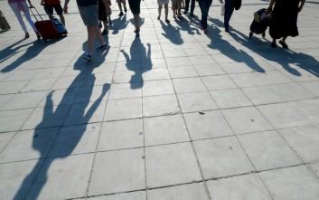 Ισχυρό σοκ στην αγορά εργασίας προκαλεί η κρίση της πανδημίας