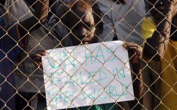 Στο Σουδάν ξεγελούν την πείνα τους με φύλλα ή σπόρους