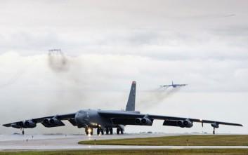 Ο φακός καταγράφει την απογείωση 12 θηριωδών B-52