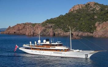 Η Τζ. Κ. Ρόουλινγκ πουλά το σκάφος που αγόρασε πέρσι από τον Τζόνι Ντεπ