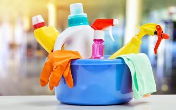 Τέσσερα έξυπνα κόλπα για το καθάρισμα στο σπίτι