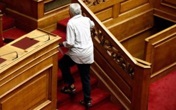 Βουλευτής των Ανεξάρτητων Ελλήνων πήγε στη Βουλή με σανδάλια