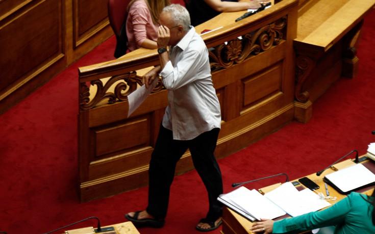 Βουλευτής των Ανεξάρτητων Ελλήνων πήγε στη Βουλή με σανδάλια – Newsbeast f088ecd5807