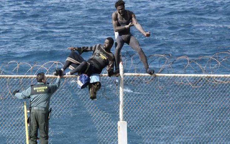 Δεκάδες μετανάστες διέσχισαν τα σύνορα με τον ισπανικό θύλακα στο Μαρόκο