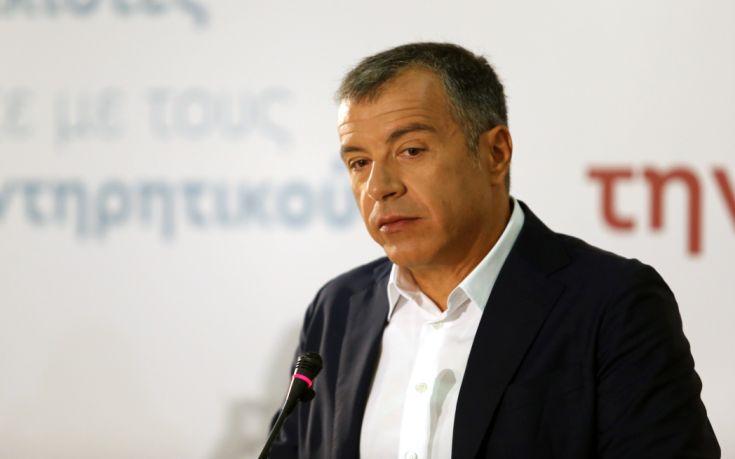 Θεοδωράκης: Να μην πάνε τα δάνεια με εξευτελιστικές τιμές στα funds