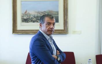 Θεοδωράκης: Ο ΣΥΡΙΖΑ χρησιμοποιεί τον Παπαγγελόπουλο για να ελέγξει την Δικαιοσύνη