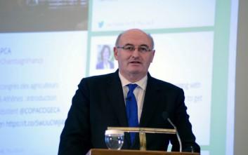 Νέες εξηγήσεις για το «δείπνο της οργής» έδωσε ο Ιρλανδός επίτροπος Φιλ Χόγκαν